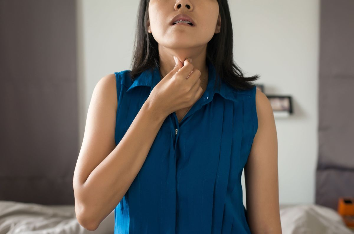 Woman swallows fish bone, it migrates into her neck